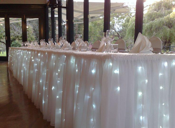 luces debajo de mesa de boda