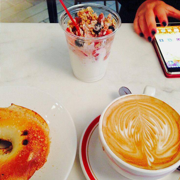 Y para arrancar el Jueves con toda ➡ Este fue mi riquísimo desayuno de hoy ☆☆ ☕  #sofiadegrecia #breakfast #truecooks