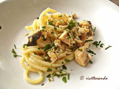 Dieta & Gusto: Spaghetti con trota salmonata. Piatto originale, poco calorico ma assolutamente nutritivo grazie al contenuto proteico e di grassi Omega-3. Di facile preparazione e ottimo gusto.  #ricettefacili #cucinaitaliana #spaghetti #trota #trotasalmonata #piattiunici #primipiatti #vitamaker #pesce