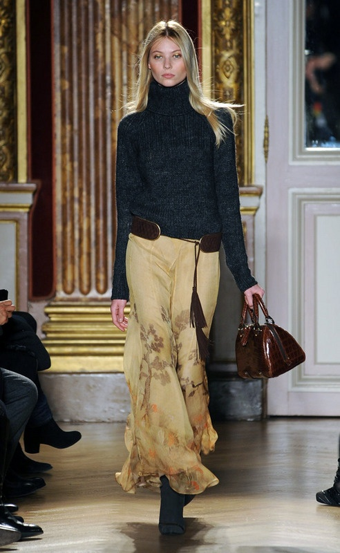 Skirt - perhaps in suede or velvet avec chiffon overlay, a wide buckled leather belt and boots ~ Cortigiana 2016 re Barbara Bui