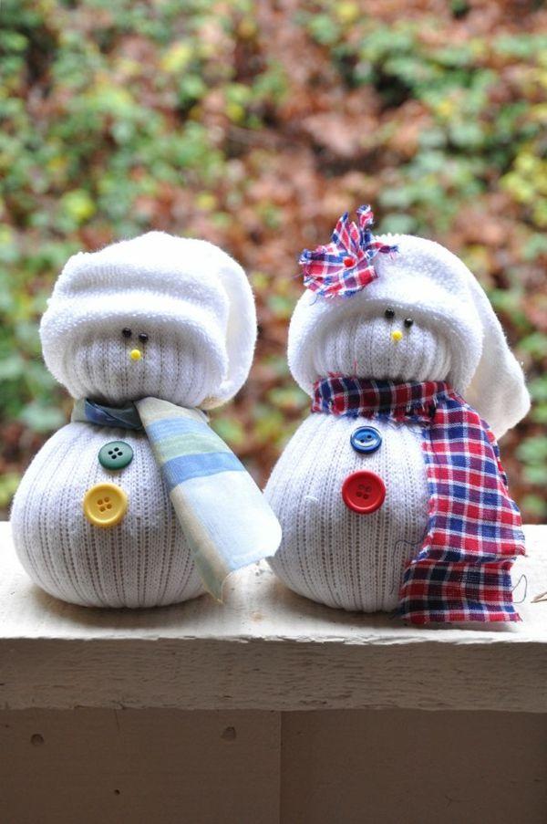 Schneemann und Schneefrau aus Strümpfen