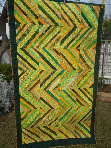 string quilt from Aussie Hero Quilts : love the color combo