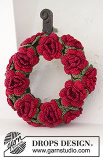 "Christmas in Bloom - DROPS Christmas: Crochet DROPS wreath with flowers in ""Cotton Viscose"" - Free pattern by DROPS Design"
