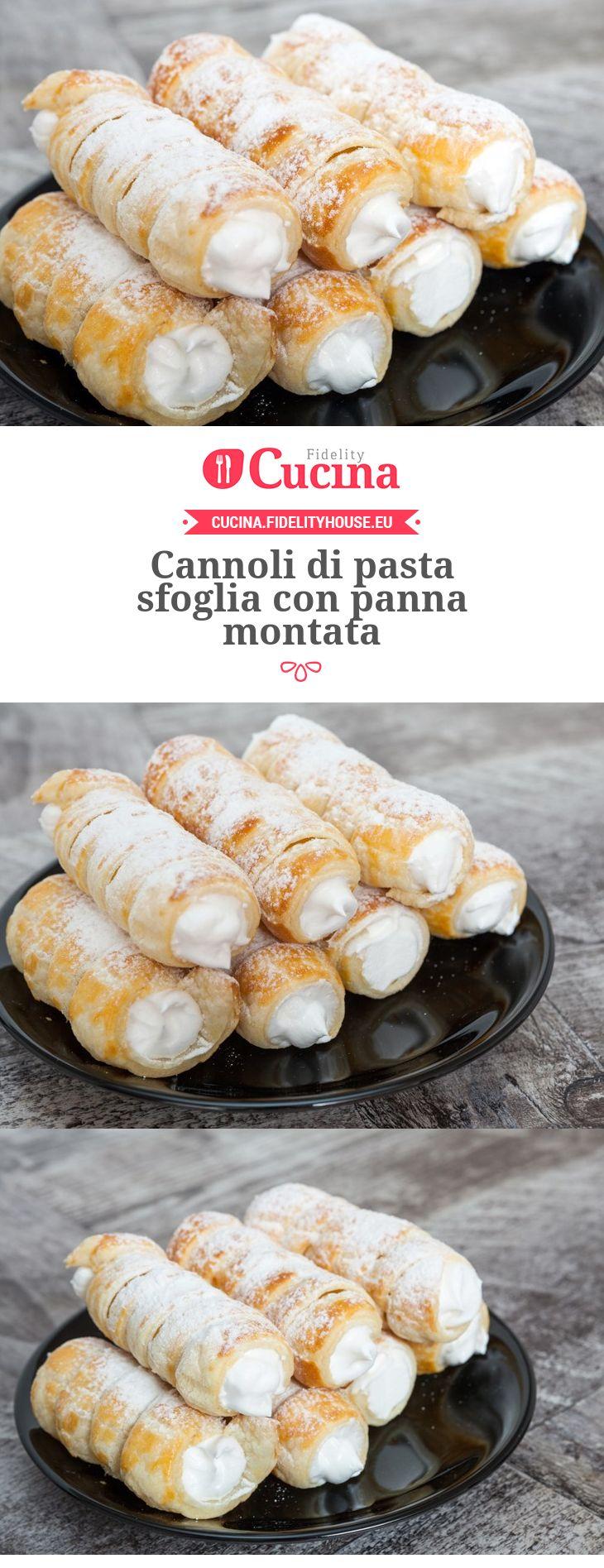 Cannoli di pasta sfoglia con panna montata