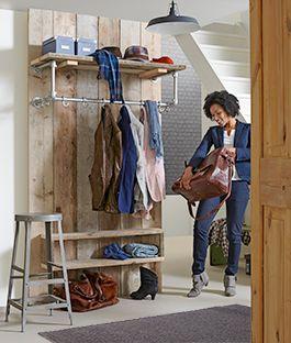 Meer dan een kapstok alleen! Maak dit stoere entreemeubel met het ideale materiaal voor snelle doe-het-zelf klussen: steigerhout van KARWEI.