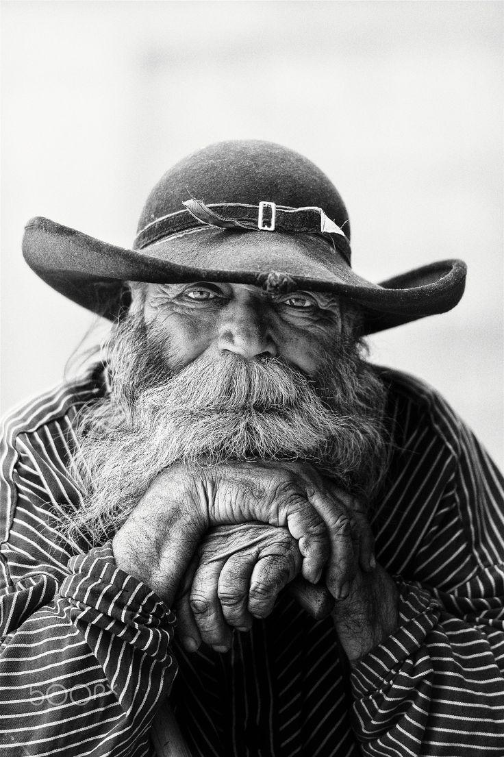 The Gypsy – Ein alter Mann aus einer rumänischen Zigeunerfamilie, der ein großartiges Gesicht und einen hervorragenden Charakter für das Portraitieren hatte.