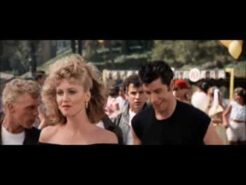 Grease, protagonizada por John Travolta, salio en 1977 y recreaba los 1950.