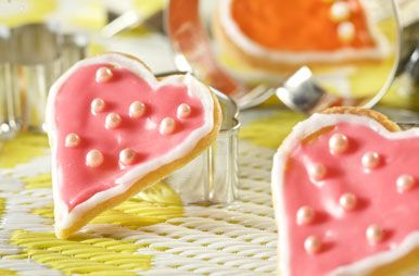 Een zak koekjesmix en een beetje creativiteit; meer heb je niet nodig om een heel nieuwe koekjeswereld te ontdekken! Laat je verrassen door ons kleurrijk assortiment icings, pareltjes, glitters en versieringen. Welkom in koekjesland!