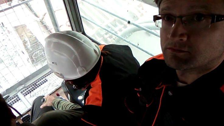 В кабине экскаватора, во время погрузки на БЕЛАЗ. Угольный разрез Степной