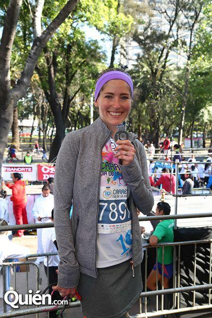 Margarita Zavala entre los miles de participantes en la Carrera del Día de la Familia