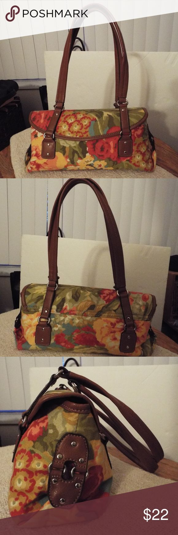 """Relic Floral Shoulder Bag Purse SUPER CUTE!! Colorful canvas floral bag with leather straps and trim /Magnet close  - strap drop 13"""" / 12"""" long / 6"""" high / 4.5"""" wide  INSIDE 1 side zip pocket /2 side pouches / middle zip pocket divider REMOVABLE snaps in! Relic Bags Shoulder Bags"""