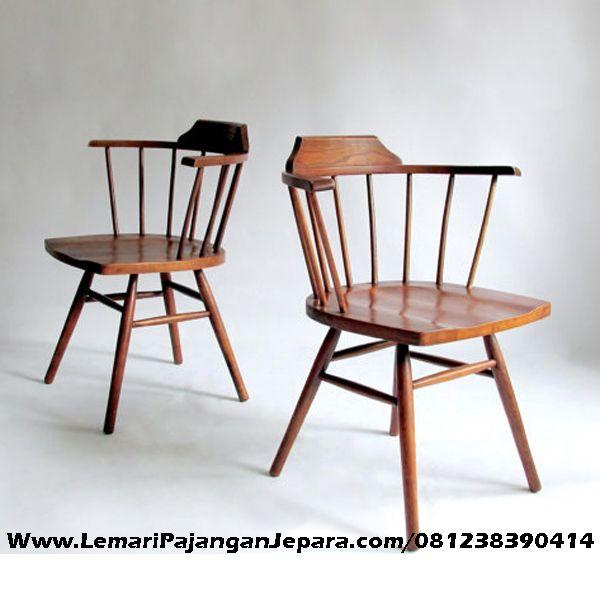 Jual Kursi Cafe Jati Jari Jari dengan desain Terbaru dari Toko Lemari Pajangan Jepara Model Unik dan Kuat untuk Rumah Cafe anda lebih menarik perhatiaan pelanggan anda