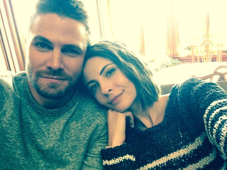 Stephen Amell & Willa Holland - Arrow 100 BTS