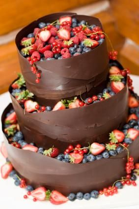 Chocolate wedding cake with fresh berries. Fun and Fresh! It would be even better if its made out of white chocolate instead and has a cream cheese feeling bellow the fruits.