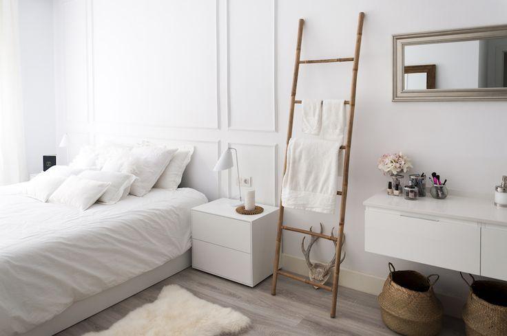 La Dulcehome. ¡Con este dormitorio dan ganas de quedarse en la cama! Las maderas naturales combinan perfectamente con las mesitas Lure.  #interiors #hogar #homedeco