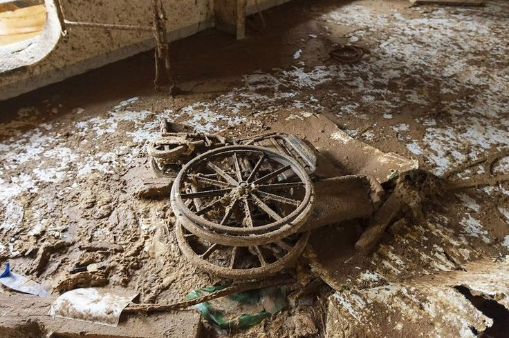 18 best WRECKS images on Pinterest | Abandoned places, Cruise ships ...