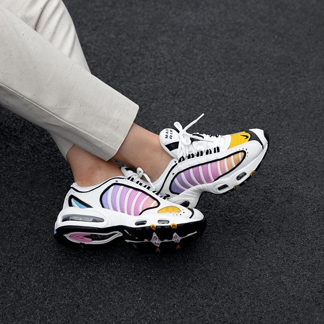 Nike Wmns Air Max Tailwind Iv In Bunt Cj6534 115 Everysize Turnschuhe Trends Sneakers Mode Nike Wmns