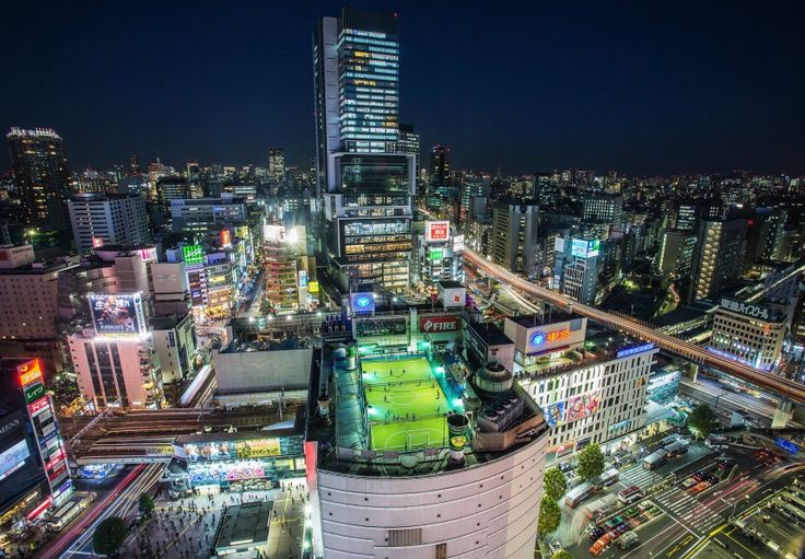 Γήπεδα ποδοσφαίρου στον ουρανοξύστη Shibuya Hikarie στο Τόκιο (Sandro Bisaro/Getty Images)