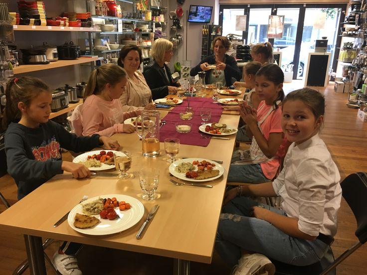Kinderkookworkshop 17-10-2017 Mimi koken en tafelen  samen opsmikkelen