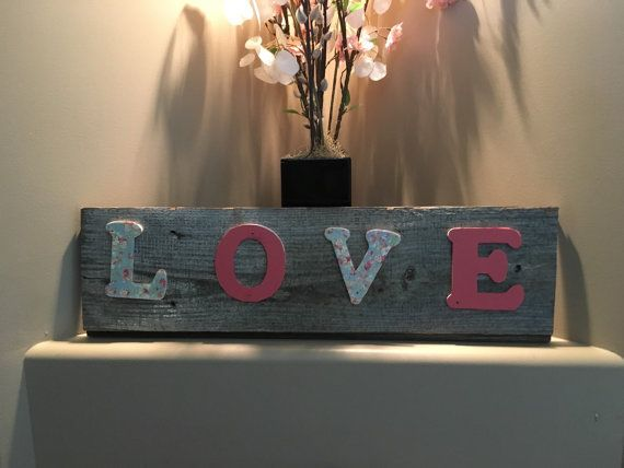 Rustic LOVE Sign от mustlovecountry на Etsy