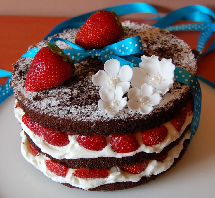 naked cake with mascarpone cream and strawberry