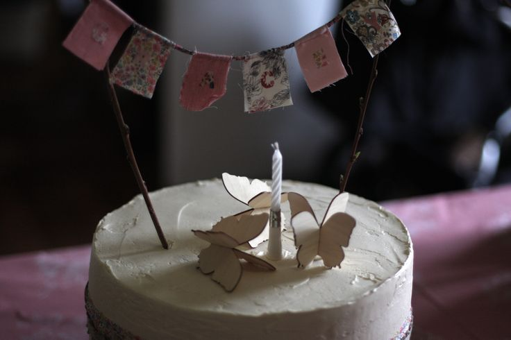 1ST BIRTHDAY CAKE - mini bunting
