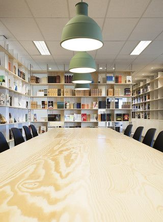 Bookcases. Meeting. Publisher. Office: interior design and project management by Heyligers design+projects. www.h-dp.nl