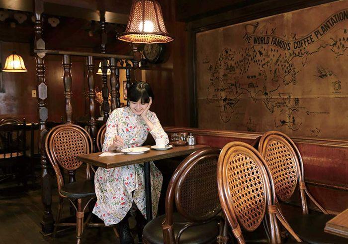 毎号、気になる喫茶店へ出かけ、マスターのこだわりを得意のイラストで図解します。今号は東京・代々木にある〈珈琲専門店 TOM〉へ。