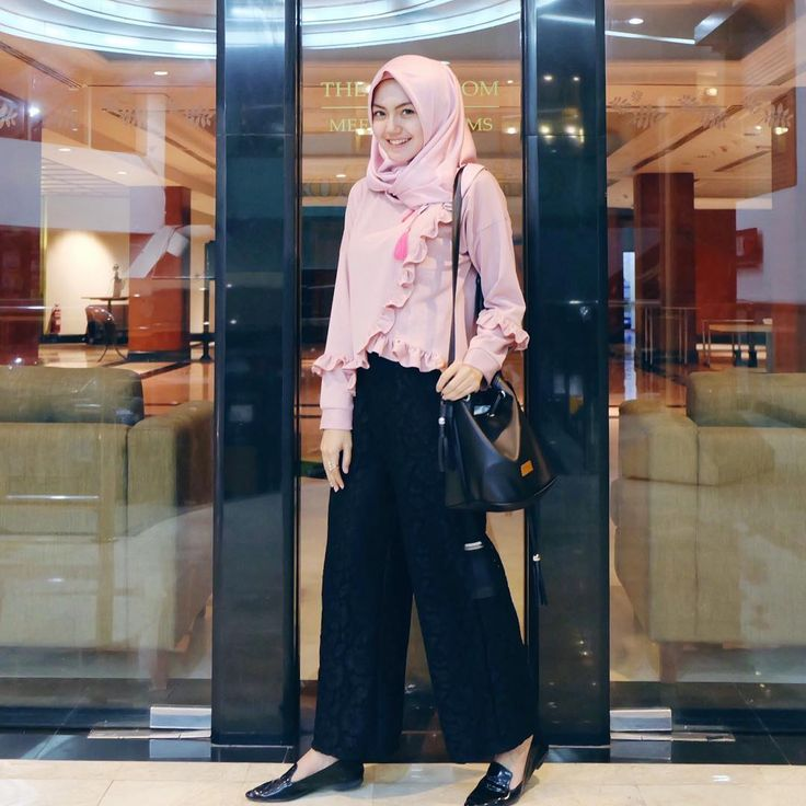 """6,587 Likes, 70 Comments - CINDY LEVINA CLEVINA (@cindylevinaa) on Instagram: """"Pants by @elzafiraforcloth_ """""""
