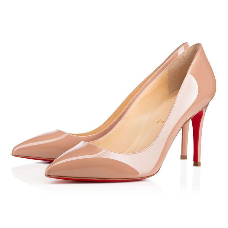 Signée de l'esprit parisien qui la définit, Pigalle fascine par sa ligne parfaite et son aura de féminité à son comble. Un galbe époustouflant sur 85 mm en cuir vernis nude s'achève en pointe pour une silhouette iconique.