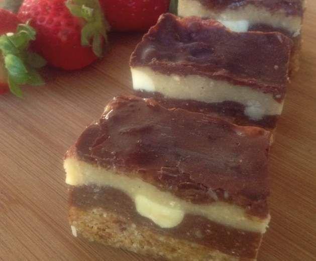 Recipe RAW MACADAMIA CARAMEL SLICE by HealthyEatsWithMyThermie - Recipe of category Desserts & sweets