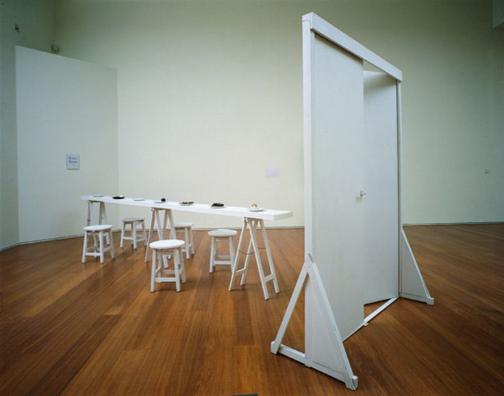 "Víctor Grippo, ""La comida del artista (puerta amplia, mesa estrecha)"", 1991 | Arte de sistemas, cibernética"
