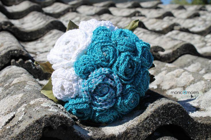 Bouquet em crochet. Flores (rosas) executadas por Salete Amorim. Montagem do bouquet realizada por Mónica Amorim.