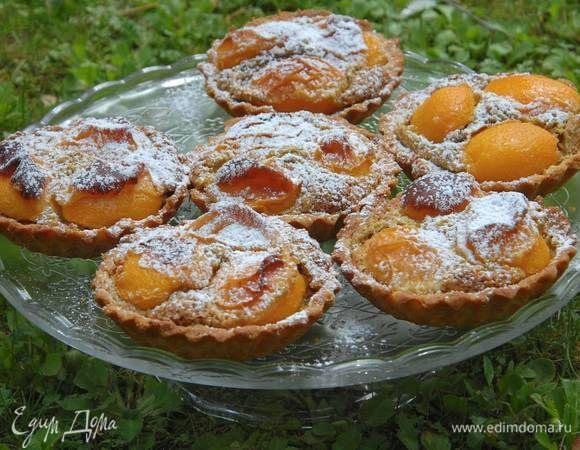 Тарталетки с абрикосами и фисташковым кремом. Ингредиенты: абрикосы, сахарная пудра ванильная, мука