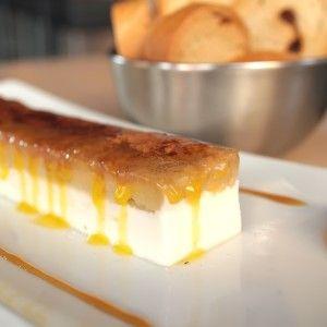 Restaurante umm FOOD AND DRINK, Logroño- Milhojas de foie, manzana y queso cremoso con pan de pasas