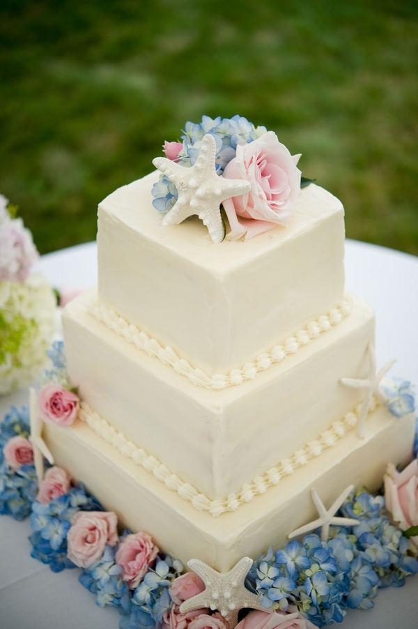 beach wedding cake: nice incorporation of color!