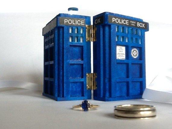 Polizia della scatola anello di nozze con LED di BelmouridaDesign