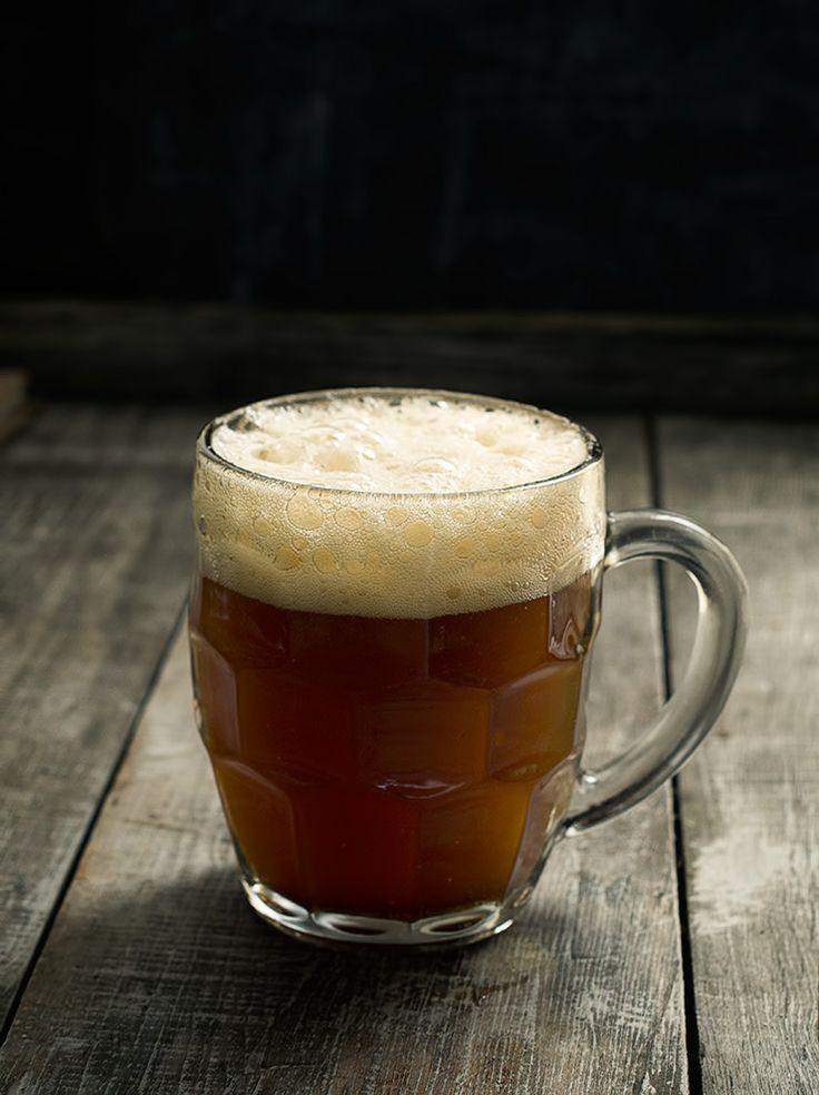 Rústica: Cerveza de raíz a la antigua/Homemade root beer.