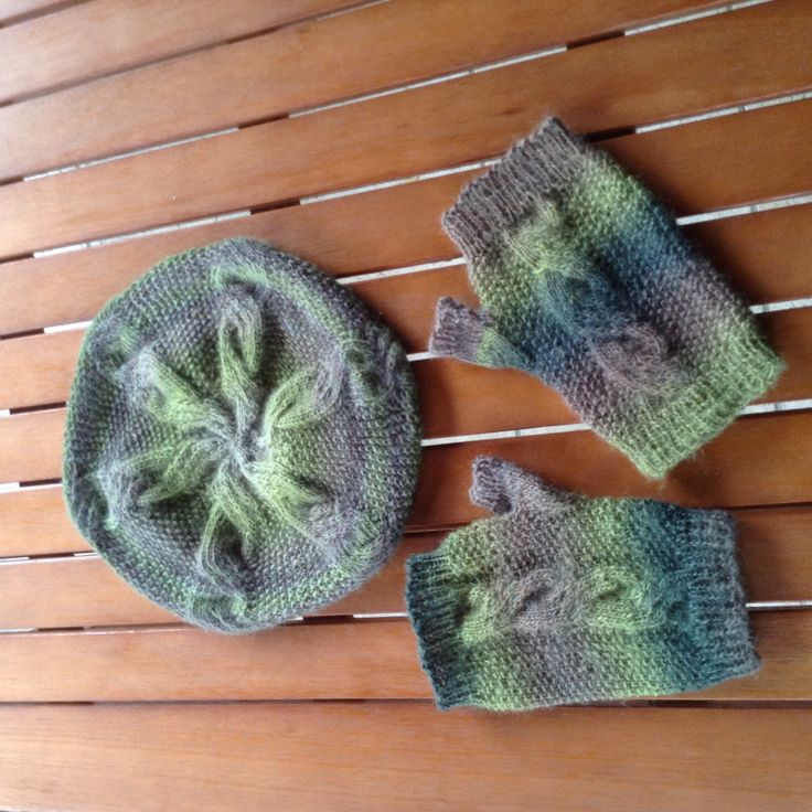 Urselifelts — Slable hat and matching mitts, design by Woolly...