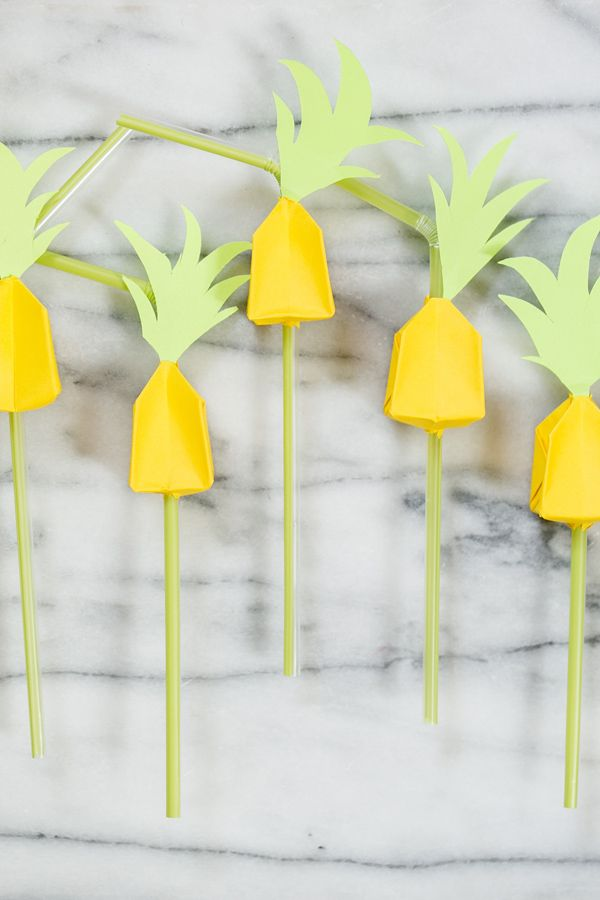 Since Pinapples are on trend, DIY Origami Pineapple Straws for any summer party!