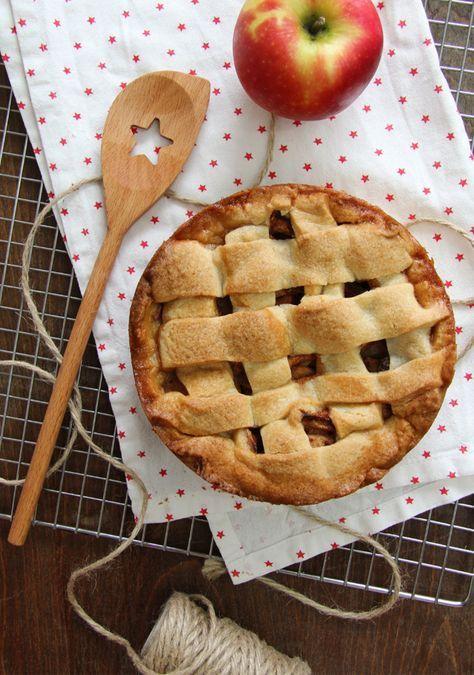 La mejor receta de la clásica receta de Tarta de Manzana holandesa. Con un intenso sabor a canela. Perfecta para tomar caliente y acompañar con nata montada