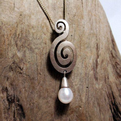 Silver koru pearl pendant – Unio Goldsmith