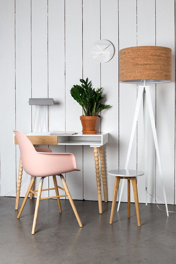 Create a City Chic interior with Zuiver Albert Kuip chair in pink and Tripod Cork floor lamp #zuiver #interior #interiordesign #citychic #interiortrend #citychic #tripodcork