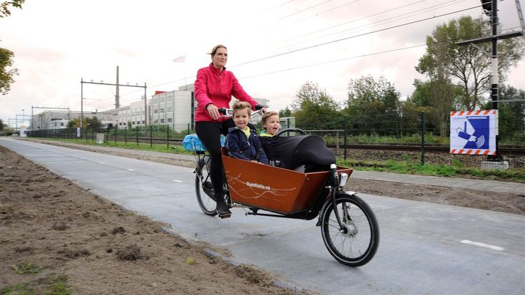 The Netherlands' new solar bike lane totally rules | Grist