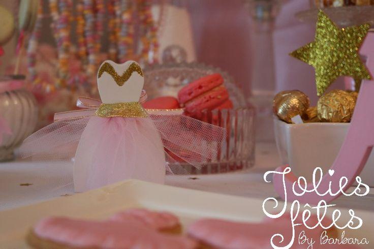 boite à dragées robe de ballerine - boite à dragées robe relookée en boite à bonbon pour l'anniversaire thème ballerine - tulle rose - glitter paillette or - relooking
