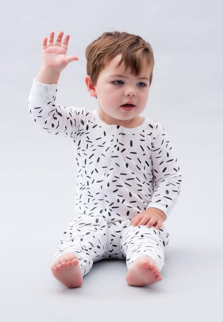 Beautiful Organic Zip Romper / Bodysuit available in sizes 000-1. Wholesale baby clothes. Organic Baby Clothes Australia