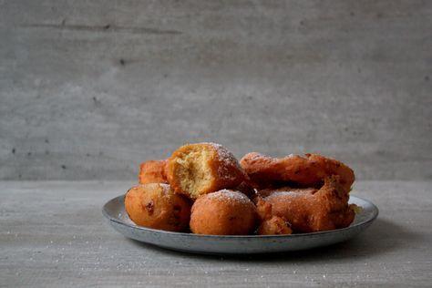 De decembermaand nadert en dat vraagt om een koolhydraatarm recept voor overheerlijke appelbeignets en oliebollen! Mijn favoriet is zonder twijfel de appelbeignets. Zo lekker sappig en perfe…