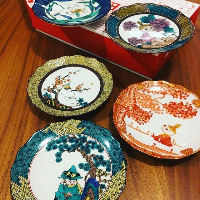 【face.reading.academy】さんのInstagramをピンしています。 《#アカデミー #来客用 #九谷焼 #小皿 #和菓子 や#季節のお菓子 をお出しする来客用小皿を探していたので、#見つけた 瞬間に#即買い ! 特に松の絵模様が描かれているスナフキン小皿が#お気に入りです。 #三原堂 の#大福 をのせたい!  #ムーミン #竹  #スナフキン#松 #スノークのお嬢さん #梅  #ミイ #桜  #ミムラねえさん #芍薬》