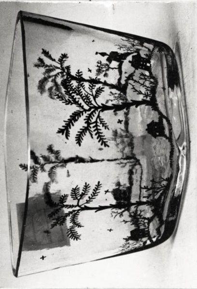 Entwurf des abgebildeten Objekts: Hilde Jesser, Entwurf des abgebildeten Objekts: Hilde Jesser, Ausführung des abgebildeten Objekts: Johann Oertel & Co., Haida