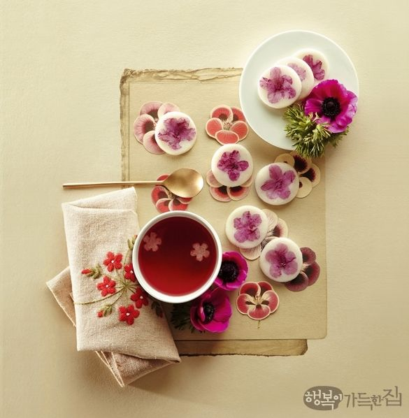 Azalea Hwajeon (Korean Rice cake)  Pan-fried sweet rice cake with flower petals & Omija Punch